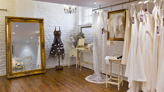 thiet-ke-showroom-ao-cuoi1